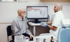 Laukiantiems dantų protezų