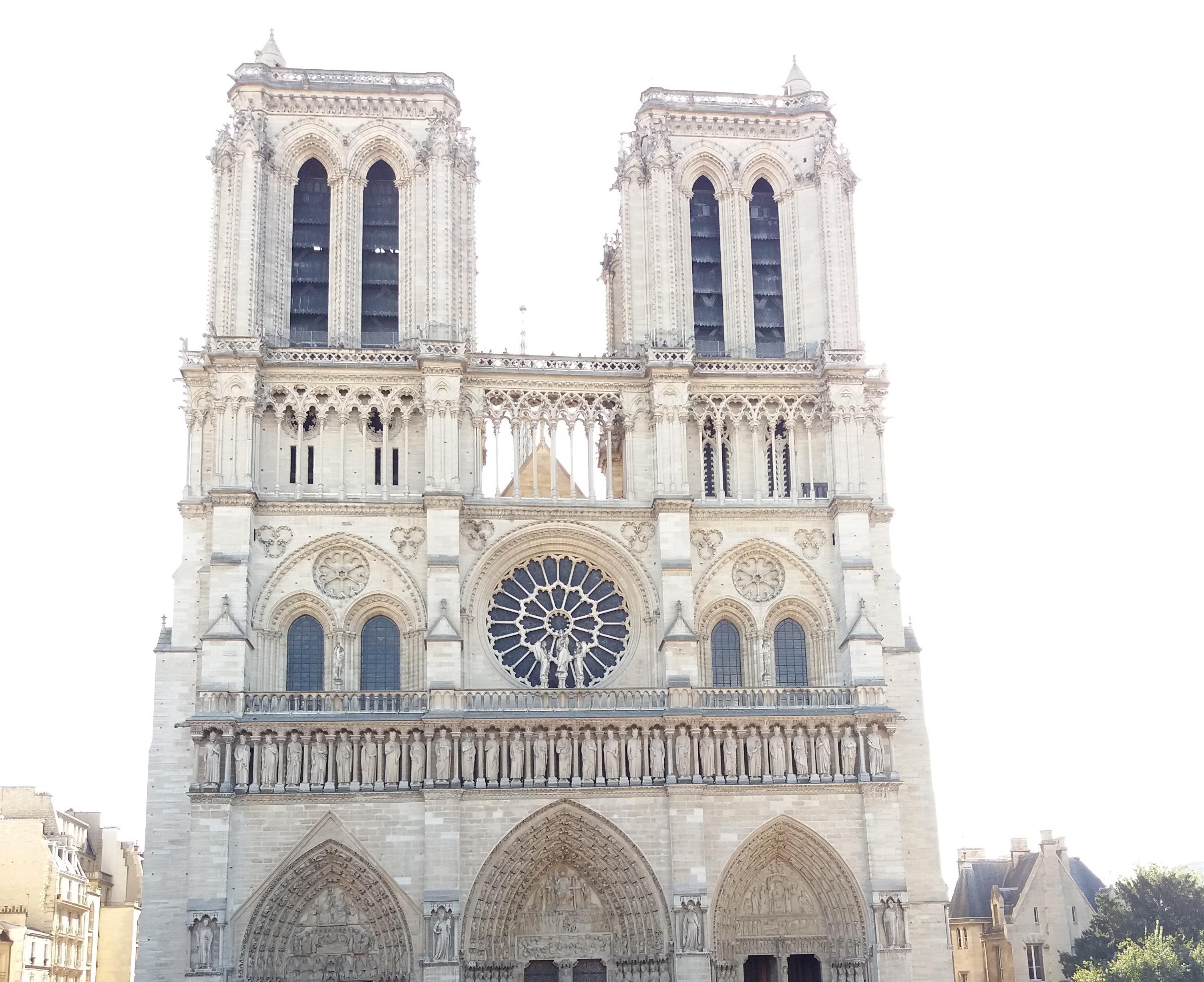 Galite aukoti Paryžiaus katedros atstatymui