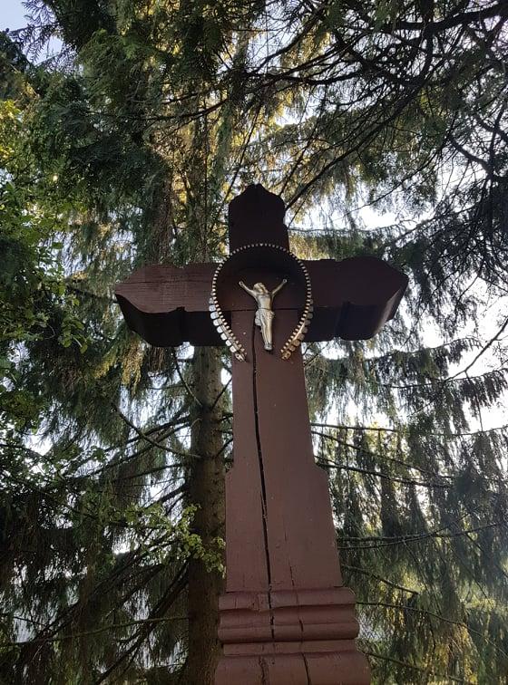 Seni sodybų kryžiai
