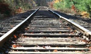 Būkite atsargūs prie geležinkelio!