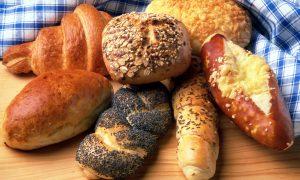 Duona: kepti namuose ar pirkti?