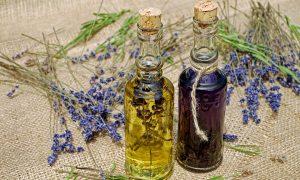 Eteriniai aliejai ir kvapų terapija