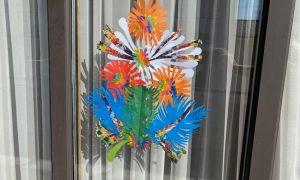 Gėlės languose – padėka medikams