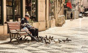 Iš pirmų lūpų: senjorai apie valdžią ir papildomą išmoką