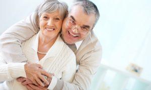 Susirūpinimą kelia dantų spalva, burnos kvapas?