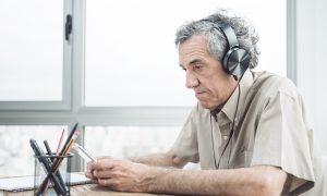 Rūpinimasis savo klausa atitolina net senatvinę demenciją