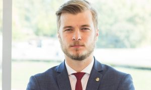 """Pasaulinės lyderystės konferencijos vadovas D. Kušlikis: """"Protingiausiu kambaryje būti neverta"""""""
